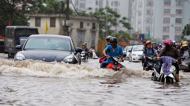Cách lái xe ô tô mùa mưa bão