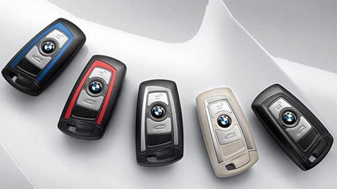 Thay pin chìa khóa xe ô tô BMW
