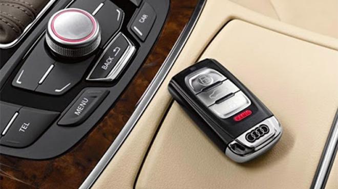 Thay pin chìa khóa xe ô tô Audi